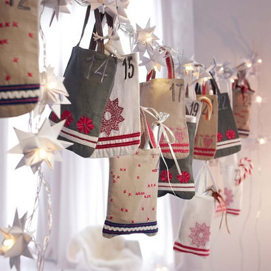 """Calendari dell'Avvento originali ed eleganti per addobbare casa  Shopping bag per create il calendario.  """"Oggi, nella città di Davide, v'è nato un salvatore, che è Cristo, il Signore"""". Luca 2:11"""