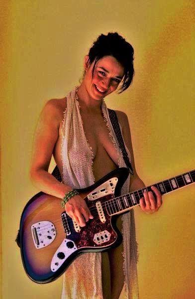 Fender Jaguar                                                                                                                                                                                 More