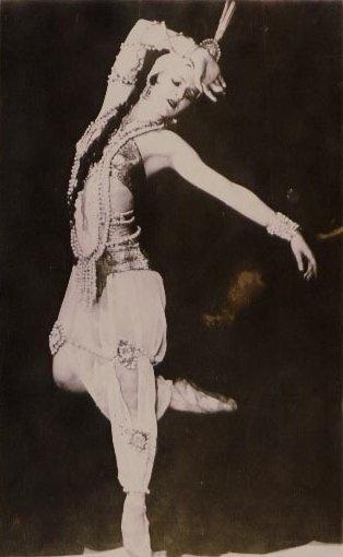 vintage ballet/bellydance fusion