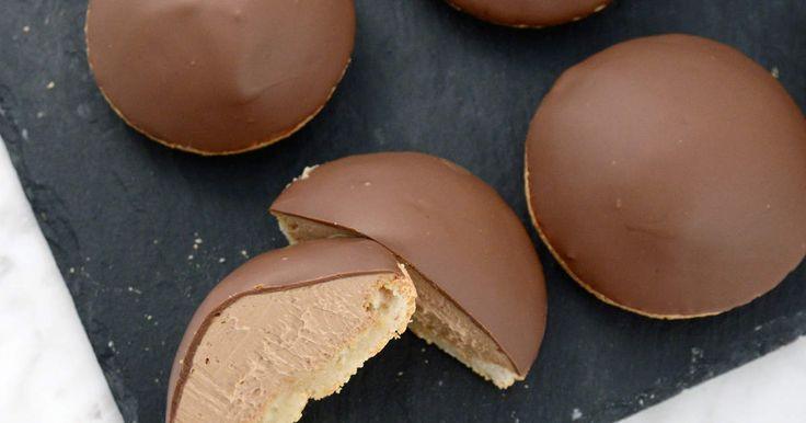 Ljuvliga biskvier med mjölkchoklad och dulce de leche. En bra bonus är att de är riktigt roliga att baka också!