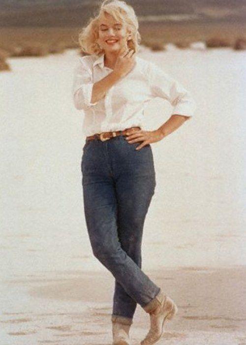 Marilyn Monroe on the set of The Misfits, 1961.  Legends | #MichaelLouis - www.MichaelLouis.com