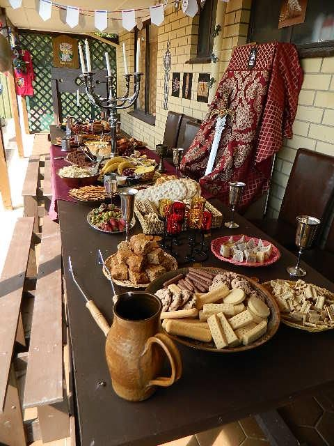 Medieval banquet birthday party wicked things i did try - Decoration moyen age ...