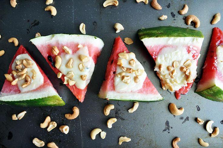 Sült görögdinnye mozzarellával és magvakkal