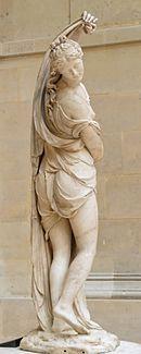 La Venus Calipgia es otra representación helenística de la figura de Afrodita. En estas esculturas la diosa se retira la túnica y contempla su propio cuerpo. Las curvas del cuerpo se complementan con la verticalidad de la tela.
