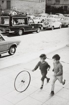 Vente Photographies la mardi 5 mai Henri Cartier-Bresson – Palerme, Italie, 1971 (Lot 114)