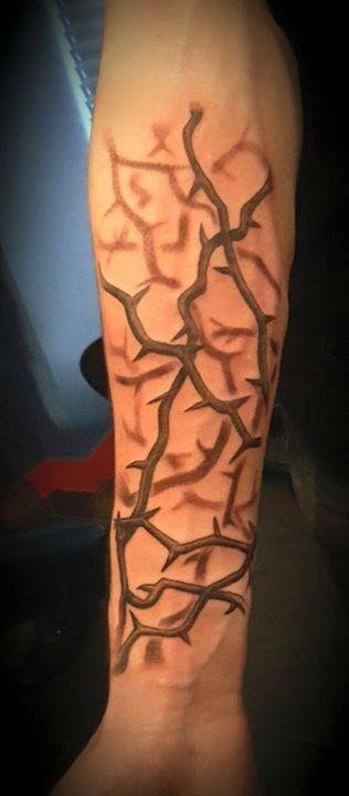 tattoo tatouage bras ronce noir et blanc