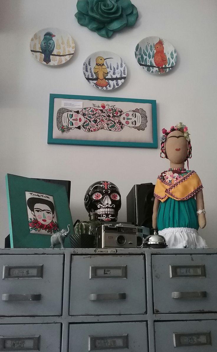 El rinconcito dedicado a la morenita. Frida Kahlo bordada, pintada y cocida en nuestro nido.