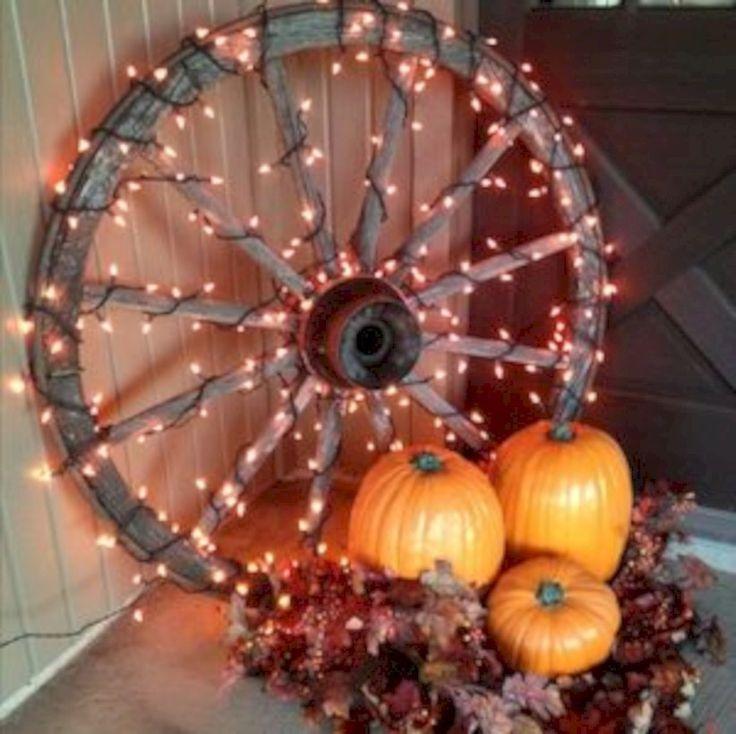 Nice 33 Cozy Rustic Halloween Decoration Ideas. More at https://trendecor.co/2017/11/11/33-cozy-rustic-halloween-decoration-ideas/