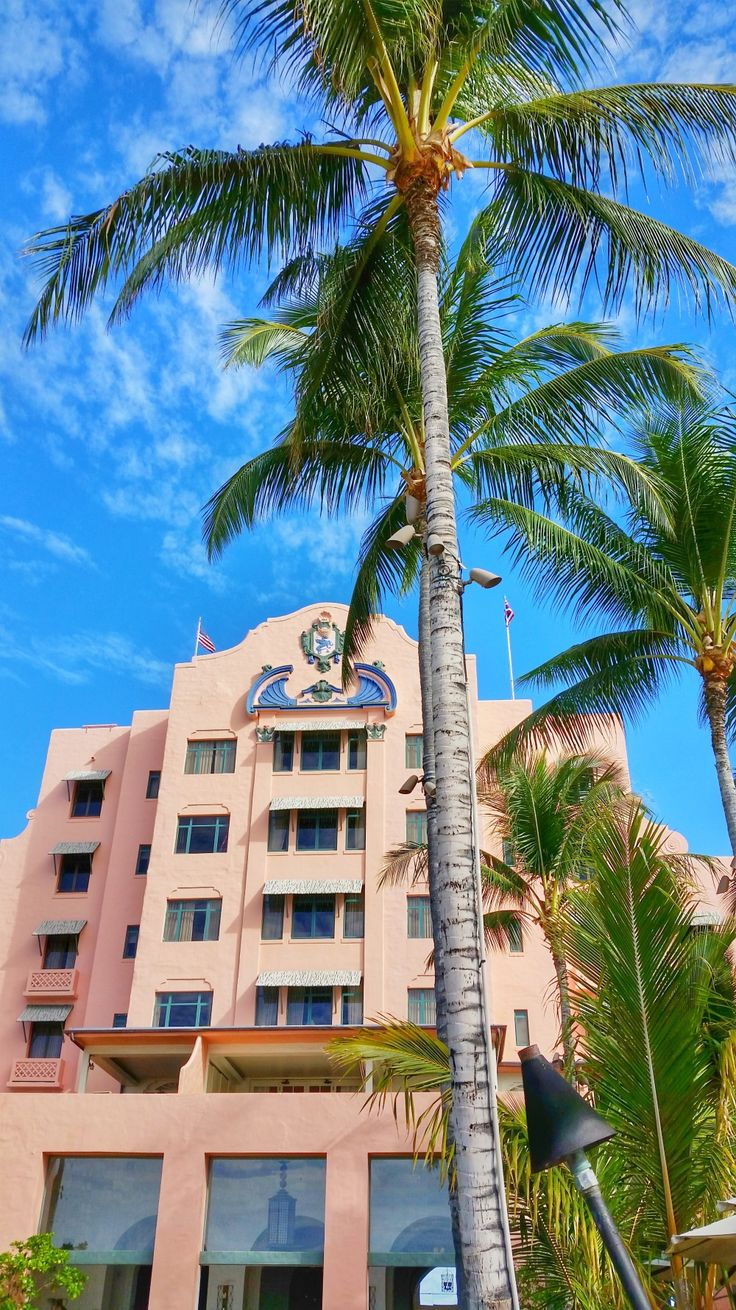 Royal Hawaiian Hotel. Hawaii vacation tips for Waikiki hotels in Oahu Hawaii. Staying in Waikiki Beach is great for families and kids, means nearby food, restaurants, shopping, things to do in Oahu as free activities. Nearby hikes, beaches, and snorkeling for Hawaii bucket list destinations! Easy base for day trip itinerary and island tour with North Shore and when looking for budget adventures like Diamond Head, Pearl Harbor. Waikiki map with hotels and beach resorts in Oahu.
