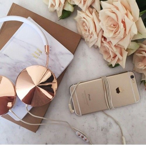 Frey de Fleur | Luxury Lifestyle Blogger | Rose Gold Desk Inspiration: