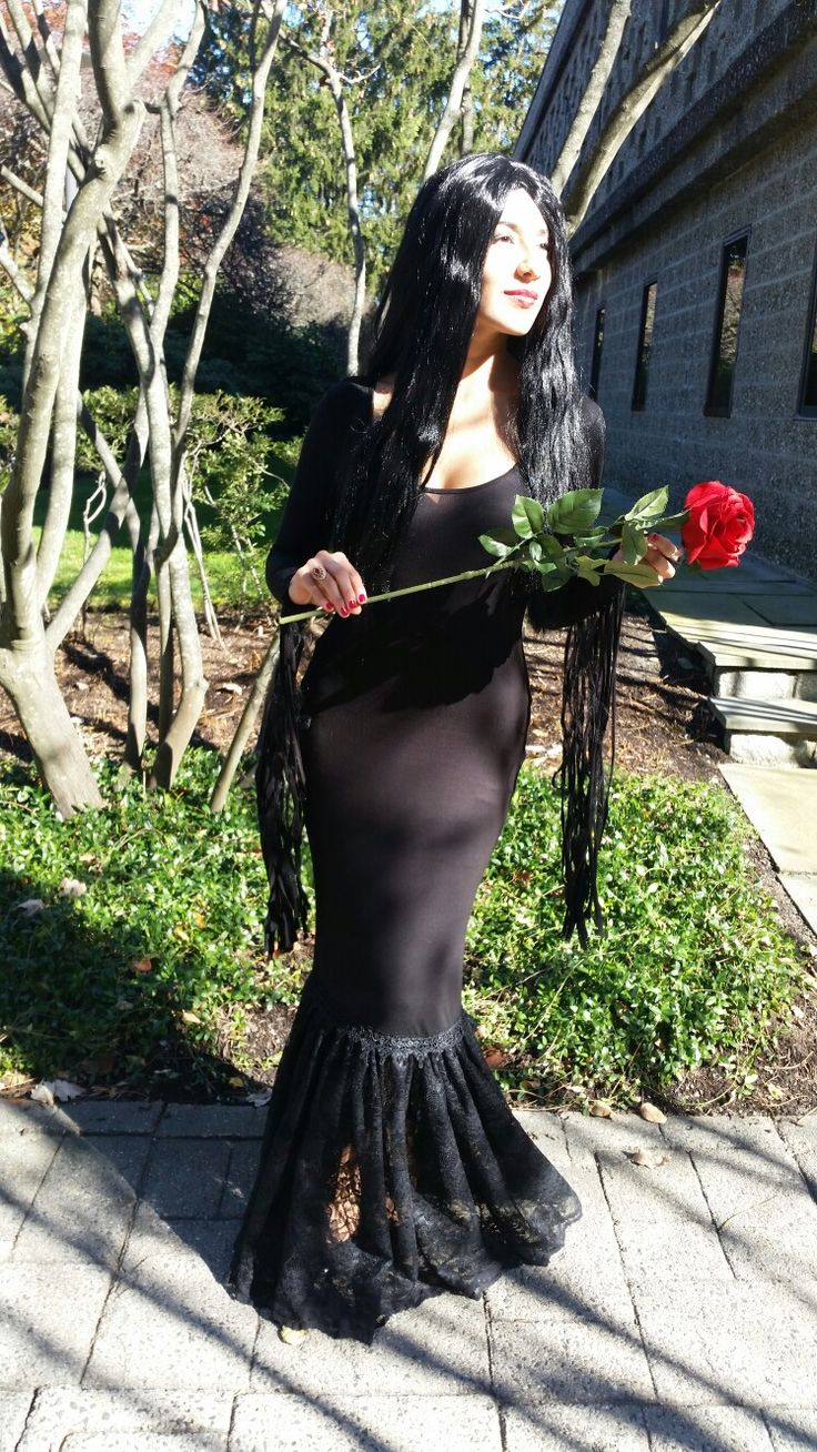 Morticia Addams dress. The Addams Family Halloween costume DIY
