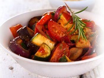 Ratatouille met kalkoenschnitzel.  Een heerlijk van origine Frans recept, met gestoofde groenten, gemakkelijk te maken, gezond met lekker verse ingrediënten.