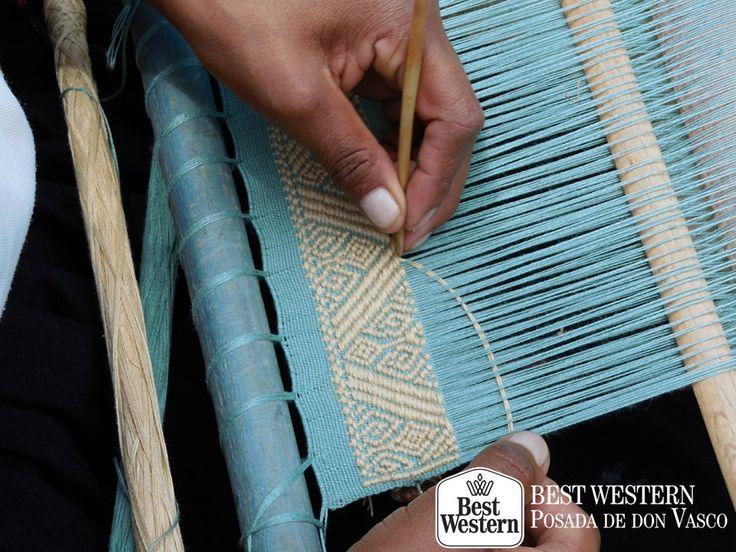 EL MEJOR HOTEL DE PÁTZCUARO La manta artesanal es un trabajo realizado con hilos de algodón y trabajado en telares de pedal por hombres y mujeres Michoacanos, dándole vida a coloridas piezas textiles como manteles, servilletas, colchas y prendas de vestir. En Best Western Posada de Don Vasco, le invitamos a hospedarse con nosotros para que pueda conocer este trabajo artesanal apreciado en muchas partes del mundo. #elmejorhotelenpatzcuaro