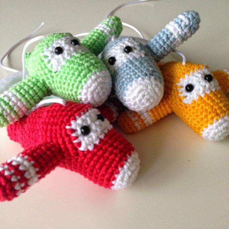 Angels handmade with love: free crochet pattern planes. gratis haakpatroon vliegtuigjes