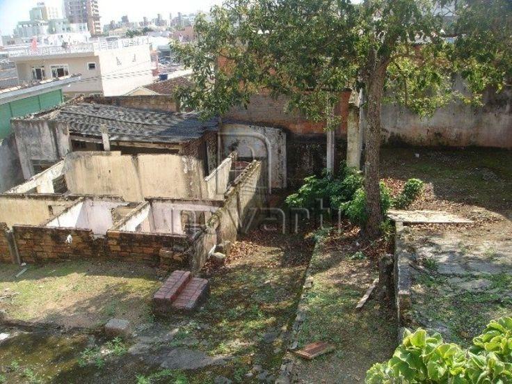 Terreno em uma rua tranquila, próximo a rua Santos Saraiva, Com 15m² de frente e 240m² total. Rua pavimentada e viabilidade com taxa de ocupação de 50%. Todo murado.
