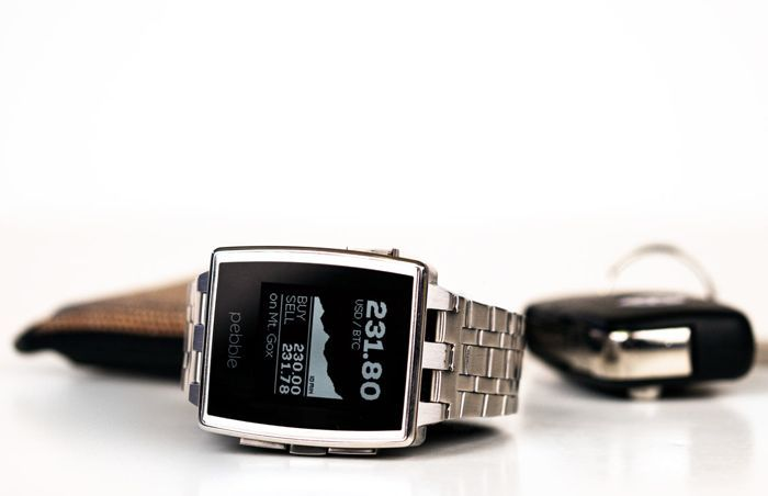 The Pebble Steel Smartwatch has started shipping and would cost $249. Pebble steel features a new design over the original Pebble, it comes with a battery that will give you between 5 and 7 days of usage on a single charge and it is waterproof to 5ATM. | Geeky Gadgets