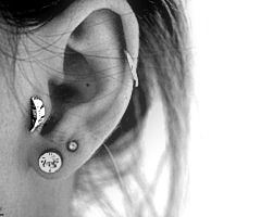 Cute feather tragus earing