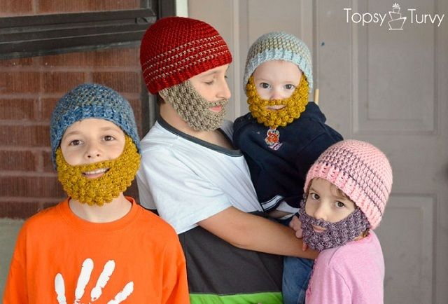 くちの周りを髭のようにおおうかわいいニット帽の紹介。サイトからパターンもダウンロードもできるので編み物をしているひとに◎!