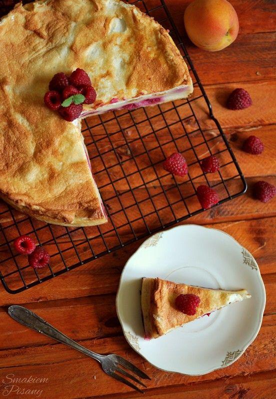Ciasto z kaszy kuskus z malinami i morelami  by Smakiempisany