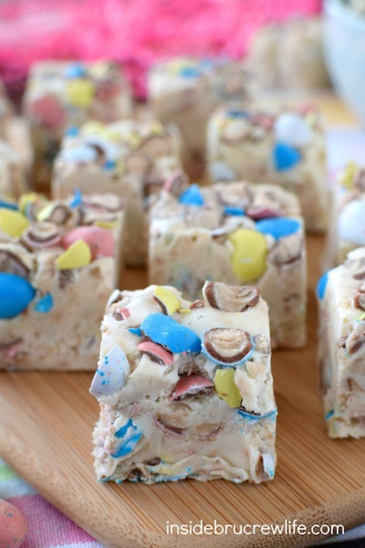 Robin Egg Fudge - This easy vanilla malt fudge is full of robin egg whoppers candies!  #MyRecipeMagic #candy #fudge #easter