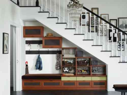 aménagement sous escalier : meubles d'entrée