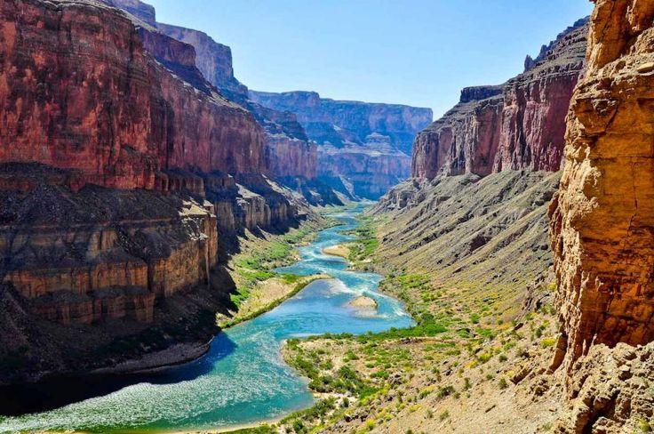 День 9. Река Колорадо и Долина Монументов Будем сплавляться по реке Колорадо в окружении величественых стен Каньона. Двигаясь дальше по дороге попадаешь в мир причудливых фигур, созданных фантазией природы, названия которых придуманы еще индейцами. Встретим закат в Долине Монументов и будем считать звезды под фантастическим небом чужого континента, проведем ночь в аутентичной индейской юрте.