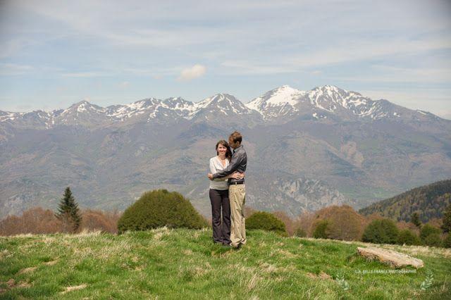 S�ance photos Engagement en montagnes. Foix et Plateau de Beille.  Love photo session in the mountains of Pyrenees, France.
