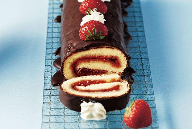 Αφράτος κορμός με φράουλα και σοκολάτα