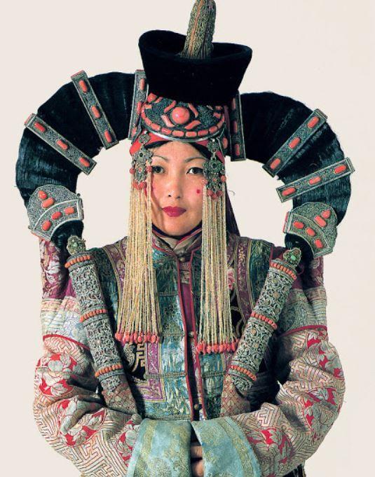 Khulkha lady Mongolia; photo by Ethnoworld, article by Sarah Corbett