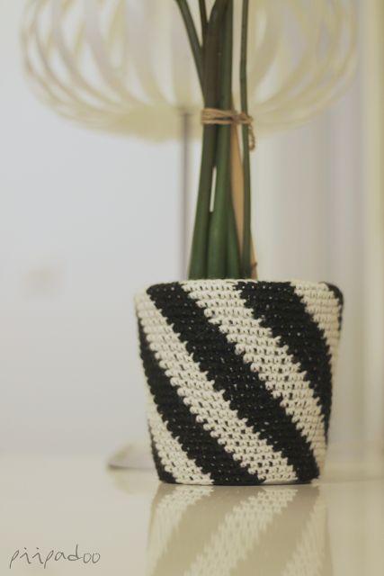 Crochet flowerpot cover