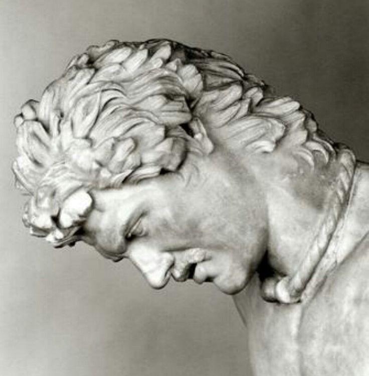 Particolare del Galata Morente. Questa statua rappresenta un gallo sconfitto dagli Attali di Pergamo, la sua origine é riconoscibile dalla collana che aveva al collo, una torque, tipico gioiello celtico.