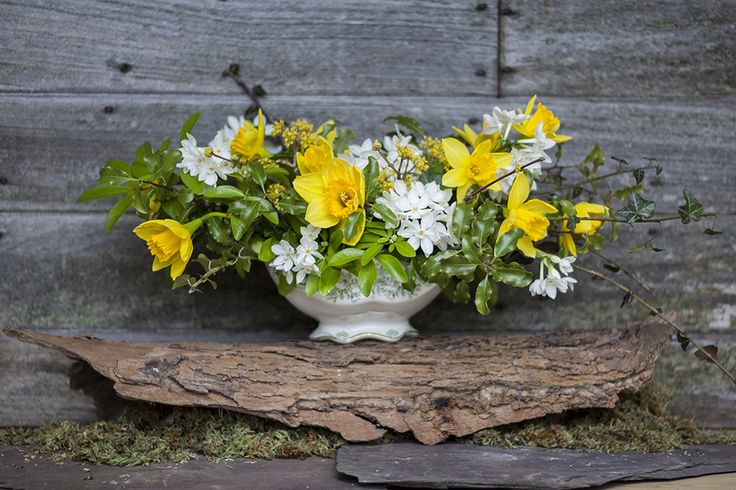 Spring Woodland wedding table centre #woodlandwedding #vintagewedding #yellow #daffodils