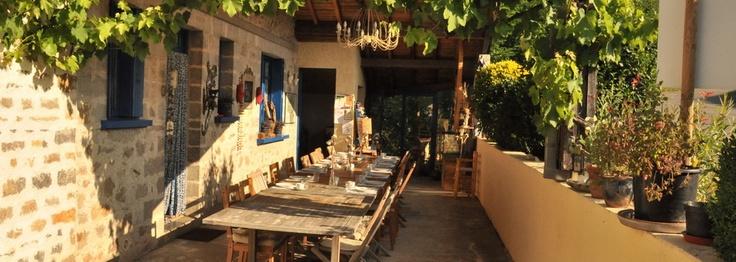 Zuid Frankrijk, departement Aveyron (nabij Toulouse)- La Persienne Bleue - appartment, studio's, kleine camping, table d'hotes en gemeenschappelijke BBQ avond.    http://lapersiennebleue.com/nl/