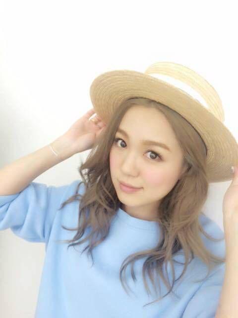 カンカン帽子が似合う西野カナ。