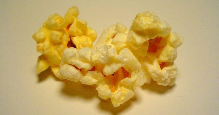 Logra que tu noche de cine en casa sea aun más especial añadiendo a tus palomitas de maíz un condimento casero a base de cheddar. Mira cómo tu familia sonríe con deleite al dar ...