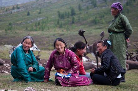Türk Boyları | Duhalar (Tuhalar veya Tsaatanlar), Moğolistan'ın orta kuzey bölgesindeki Hövsgöl aymağında yaşayan Türk halklarından Tuvaların 2010 yılında 282 kişilik nüfusa sahip soyu tehlike altında olan rengeyiği çobanı Tengrici göçebe kabilesidir.