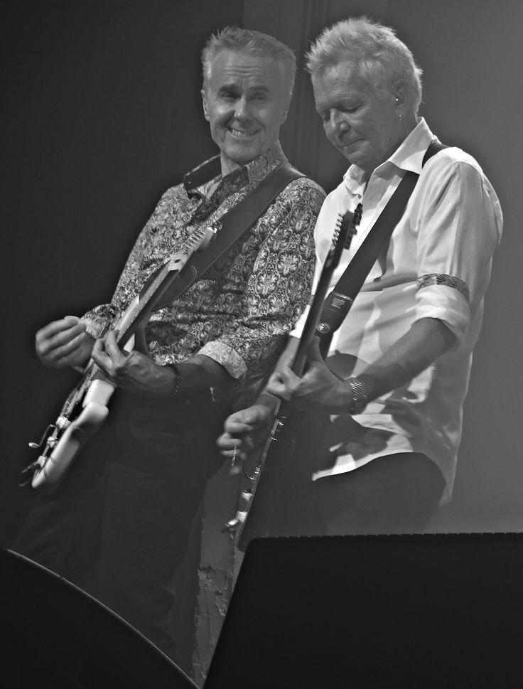Paul Gildea and Iva Davies - Crazy guitar break