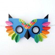A quelques jours de Mardi Gras, voilà un chouette {DIY} pour fabriquer un joli masque tout en papier pour s'amuser le jour du carnaval...