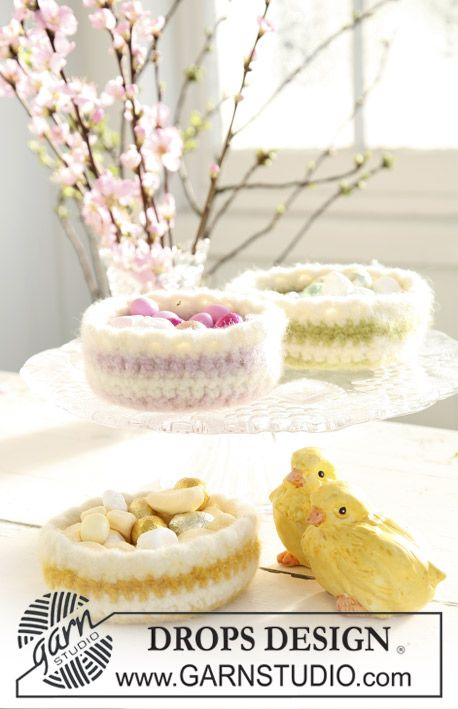Super cute felted Easter basket. Would be cute for Easter egg cake pops!!