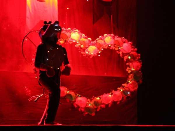 """Anjing dalam """"Pangeran Bintang dan Putri Embun"""", Jogja Broadway."""