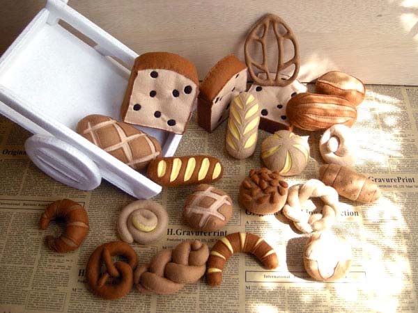 bread/bakery items in felt-my 7 year old can help!