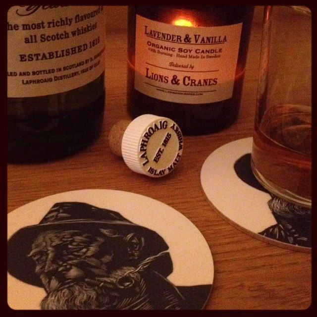 … rough week … hope you'll enjoy the weekend! ⚓️ #lionsandcranes #lionsocranes #coasters #glasunderlägg #whisky #laphroaig #10yrs #smoky #rökig #fredag #weekend #helg #design #svenskdesign #scandinaviandesign (på/i Västkusten)