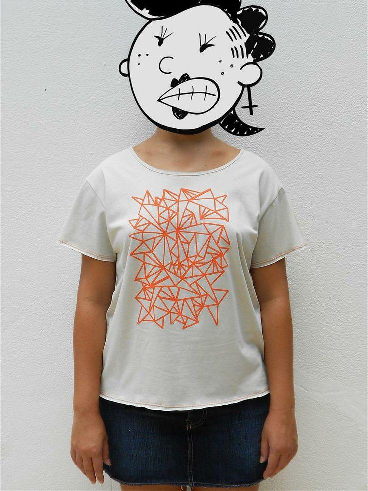 http://www.agentestampa.iluria.com  -Estampa 'ABSTRATO' -Camiseta feminina -Tamanho ÚNICO -Modelagem 't-shirt básica' -Decote careca -Composição do tecido: 100% algodão -Aparência do tecido: liso