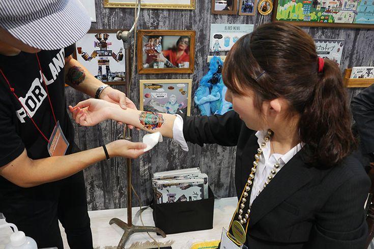 ポートランドの「オドナロトゥロープ」が爆発的人気 / タトゥーシール求めて女子大生が大行列