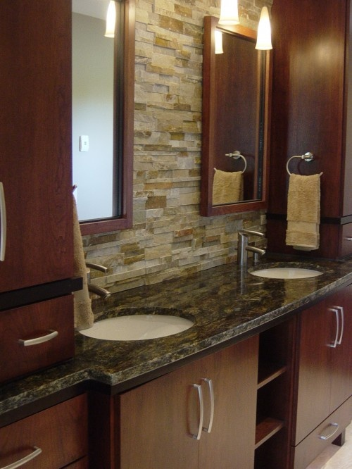 Best 25 stacked stone backsplash ideas on pinterest for Earthy bathroom designs