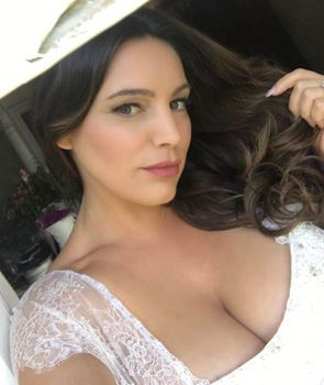 Hd Pics Of She Is Middle Aged She Is Gorgeous And She Is Stark Naked kelly brook bares all as she strips completely naked for sizzling