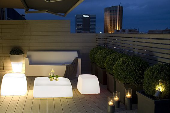 Terrazzi arredati moderni cerca con google terrazzi for Arredi esterni per terrazze