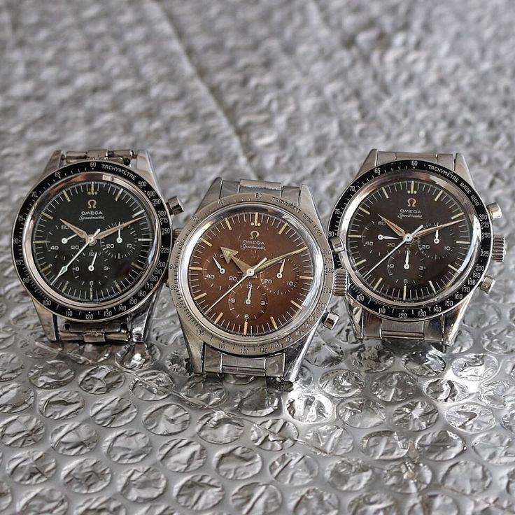Today I'm not going to tell you the references of my trío ,  if you follow me usually I am sure you will know them of memory   thanks for following, for your likes and greetings #omega#speedmaster #chronograph#paulnewman #daytona #speedy#wristwatches  #2913 #2915#rolexpassionreport #vintagewatch#seamaster #2998 #omega#omegavintage #moonwatch#moonwatchonly #collectingwatches#CK2915 #CK2998 #CK2913#omegavintage #vintagewatches#premoon #seamaster300 #premoon#watchporn #watchcollector