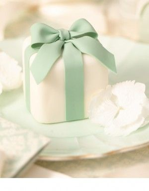 Mini cake. Mint green.
