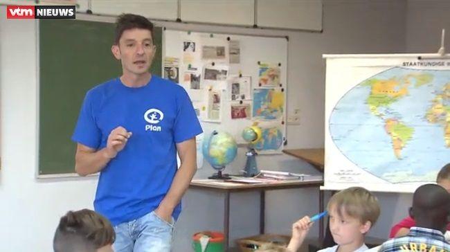 Koen Wauters geeft les vanuit Scoodle   Basisonderwijs Plantyn